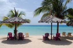 Beachparty Liegestuhl Wasserball Palme Cocktails Sand
